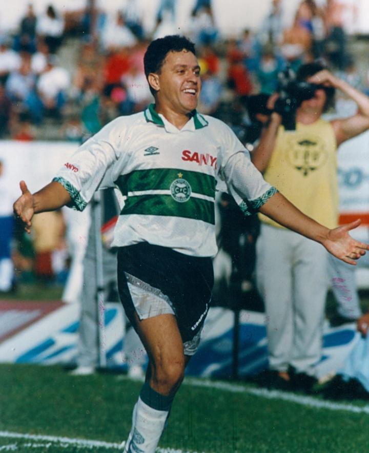 Bivši brazilski fudbaler Kleber Arado (47) preminuo od korone