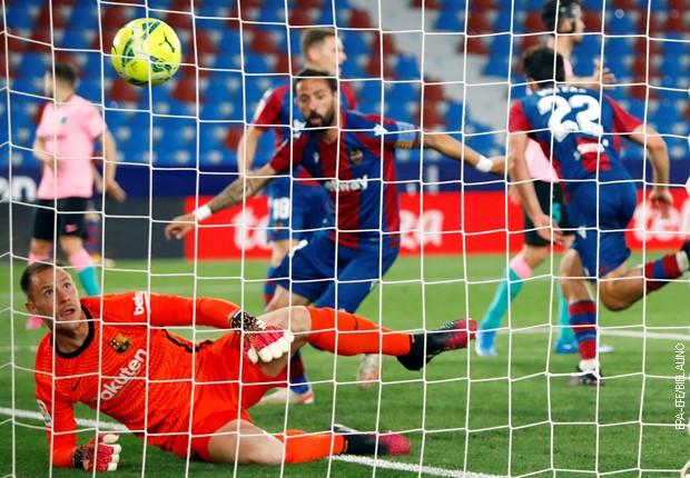 Barselona sve dalje od titule, Levante tvrd orah za Barsu! (3:3)
