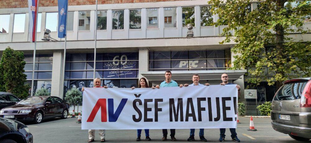 "CRNI HUMOR: ""Žuti lopovi"" optužili Vučića da je ""šef mafije""!"